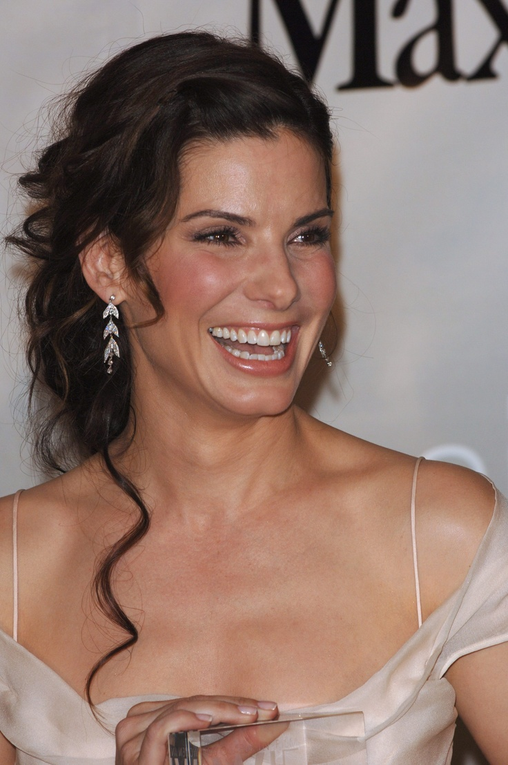 bullock women Sandra bullock was recently named people's most beautiful woman of 2015, and she's using her title to share that being a woman in the spotlight isn't always so beautiful in an interview.