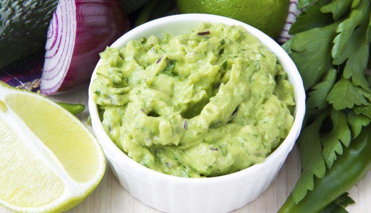 Guacamole is heerlijk om te maken en super bij nachochips, Mexicaanse gerechten, maar ook op toast…