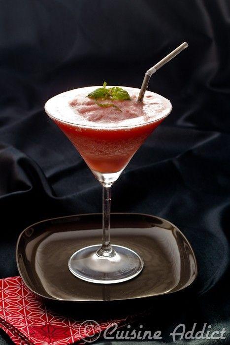 La recette de la Margarita aux Fraises en version glacée! Recette avec et sans alcool.