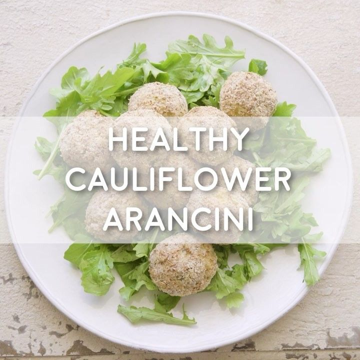 HEALTHY CAULIFLOWER ARANCINI! This is one of my all time fav creations ❤️ Wanted to show you how easy they are. Simply combine 2 cups cauliflower rice with 1 cup almond meal, 2 whisked eggs, 1 tbsp olive oil, 1/4 cup chopped parsley, 1 tsp curry powder and season with salt and pepper. Roll mixture into balls and roll in a little extra almond meal. Add to a baking tray and spray or drizzle olive oil. Bake balls in 180°C oven for 25 minutes, or until golden. Sprinkle with parmesan and serve…