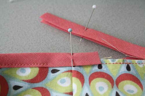 biais laten aansluiten - How to finish a bias tape edge....I think....pretty sure I can figure it out from the pictures...