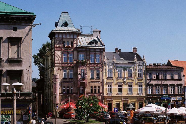 http://upload.wikimedia.org/wikipedia/commons/d/db/Bielsko-Biala_domy_w_Bialej.jpg