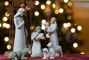 Η παράδοση θεωρεί ότι η αρχαιότερη ομιλία για τη γιορτή των Χριστουγέννων εκφωνήθηκε από τον Μέγα Βασίλειο στην Καισάρεια της Καππαδοκίας το έτος 376 μ.Χ. Άλλες Ιστορικές πηγές επισημαίνουν πως ο εορτασμός των Χριστουγέννων άρχισε να τηρείται στη Ρώμη γύρω στο 335, αν και κάποιοι ερευνητές βασιζόμενοι σε αρχαίους ύμνους με χριστουγεννιάτικη θεματολογία θεωρούν ότι τα πρώτα βήματα που οδήγησαν στον εορτασμό αυτό έγιναν μέσα στον 3ο αιώνα.  Επί Πάπα Ιουλίου Α' (337-352) τα Χριστούγεννα…