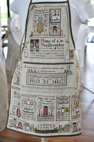 Stitched aprons posted on a French blog. ¿No es increíble?......Whaaaat??