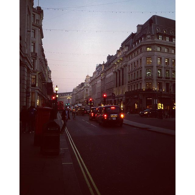 @lynn.mahler From blue to pink #regentstreet #thisislondon #christmasinlondon