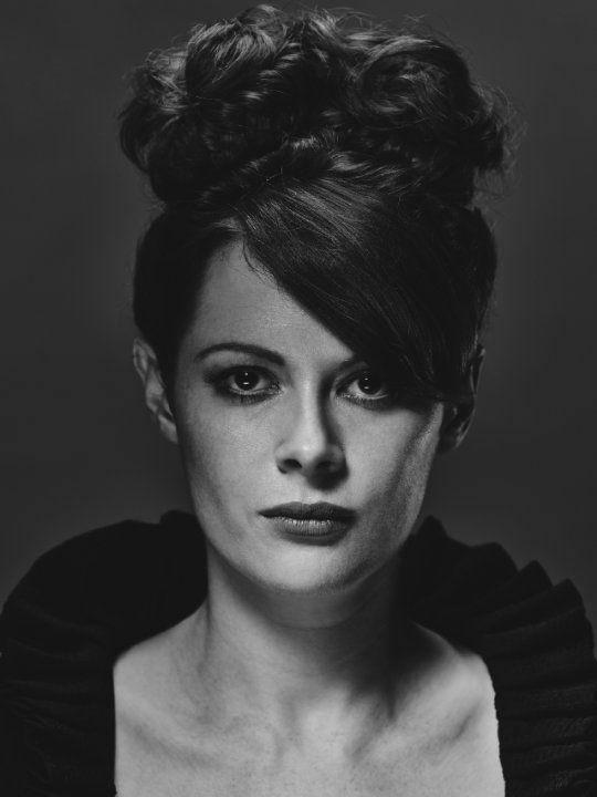 Still of Emily Beecham in Into the Badlands (2015)
