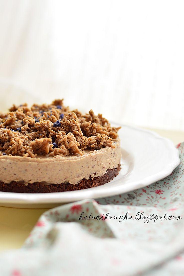 A szokásos sütés nélküli kekszalapos torták egyike, most nem túrós, nem sajttorta, hanem egy végtelenül egyszerű, de annál inkább szerethető...