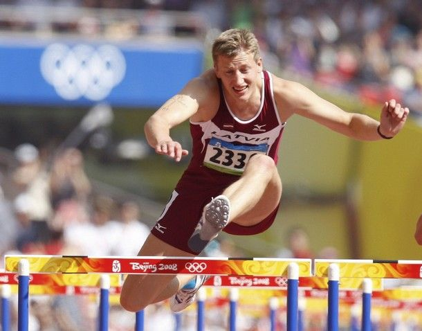 Janis Karlivans of Latvia competes during his 110m hurdles at the Olympic Games Beijing 2008 - http://www.decathlon2000.com/3853/beijing-2015-finals-with-a-decathlon-point-of-view-part-v/