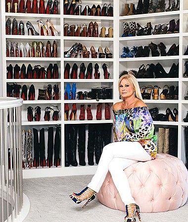 Ex-Miss Texas constrói espaço inacreditável com três andares para guardar roupas de grife