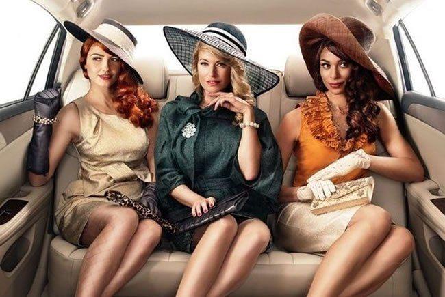"""""""Когда у женщины хорошее телосложение и правильные черты лица – она красива; когда женщина со вкусом одета, у нее легкий макияж, подчеркивающий достоинства лица, она умеет двигаться и говорить – она элегантна; а когда она и элегантна, и красива, то в ней есть шарм.""""  (с) Коко Шанель"""