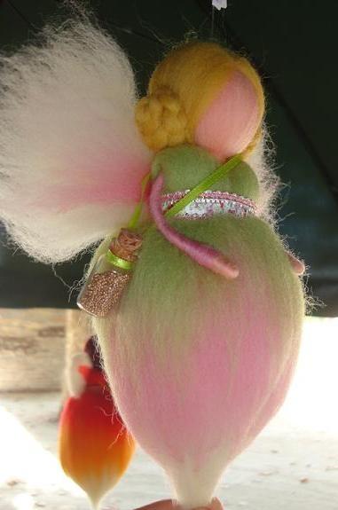 fada feltrada com agulha, série pó de fada - fairy dust by TERRA DE CORES