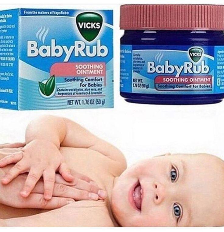 Tem Bebê  Resfriado por aí ????Vick Baby Rub - Pomada que Alivia a Tosse dos Bebês! Vick Baby Rub é uma fórmula não medicamentosa que contém aloe vera calmante e aromas de eucalipto alecrim e lavanda que ajudam a aliviar a tosse dos bebês. Combinado com seu toque de amor é perfeito para acalmar e relaxar o bebê com uma massagem suave e gostosa nos locais de aplicação (pézinhos tórax costas...). Vick Baby Rub foi especialmente formulado para o conforto dos babys. Nova! - Pronta entrega…