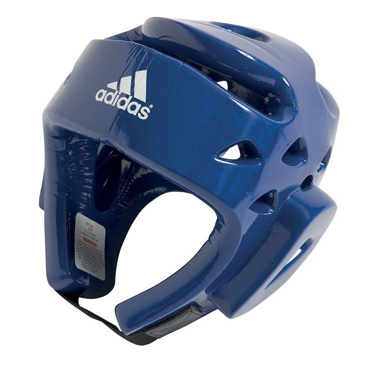 Casque bleu de karaté. Casque adidas pour la pratique du karaté.