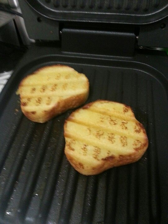 Toast your frozen garlic bread on your George Foreman grill. So much faster than waiting for the oven to heat up! It turned out perfectly toasted. For quick, easy clean-up, place a couple of hot, wet paper towels on the grill immediately after using-unpl