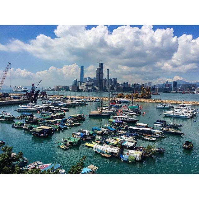 Instagram【felix_ip888】さんの写真をピンしています。 《呢個構圖等左好耐,終於比我等到,要配合好天氣,藍天與白雲,終於都得償所願,巴士上窗外的維港。 #雲海 #夜景 #日出 #日落 #月亮 @d18hk #hklocals #Hongkong  #hk #光軌 #fireworks  #mastermindjapan #fcrb #hkig #physique #humanflag #handstand #frontrow #guy #abs #backflex #motivation #fit #gym  #fitness #fitnessmodel #hkmodel》