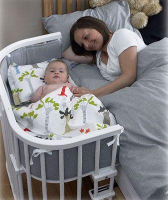 BarnNet: Guide till babysängar och babylakan. Annars verkar ju det här smart. Går sen att använda som lekbord/soffa.