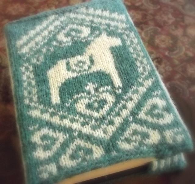 Swedish Knitting Pattern Books : 102 best images about Dalarna horses on Pinterest Scandinavian christmas, M...