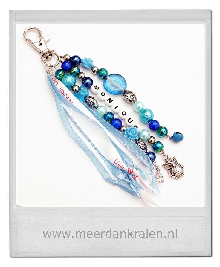 Bestel je eigen naam sleutelhanger/tashanger bij Meer dan Kralen. Ook leuk om cadeau te geven!