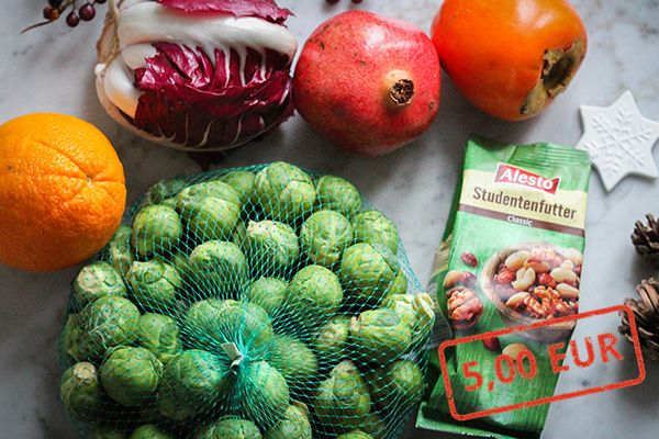 Zutaten für Rosenkohl-Radicchio-Salat mit gerösteten Haselnüssen
