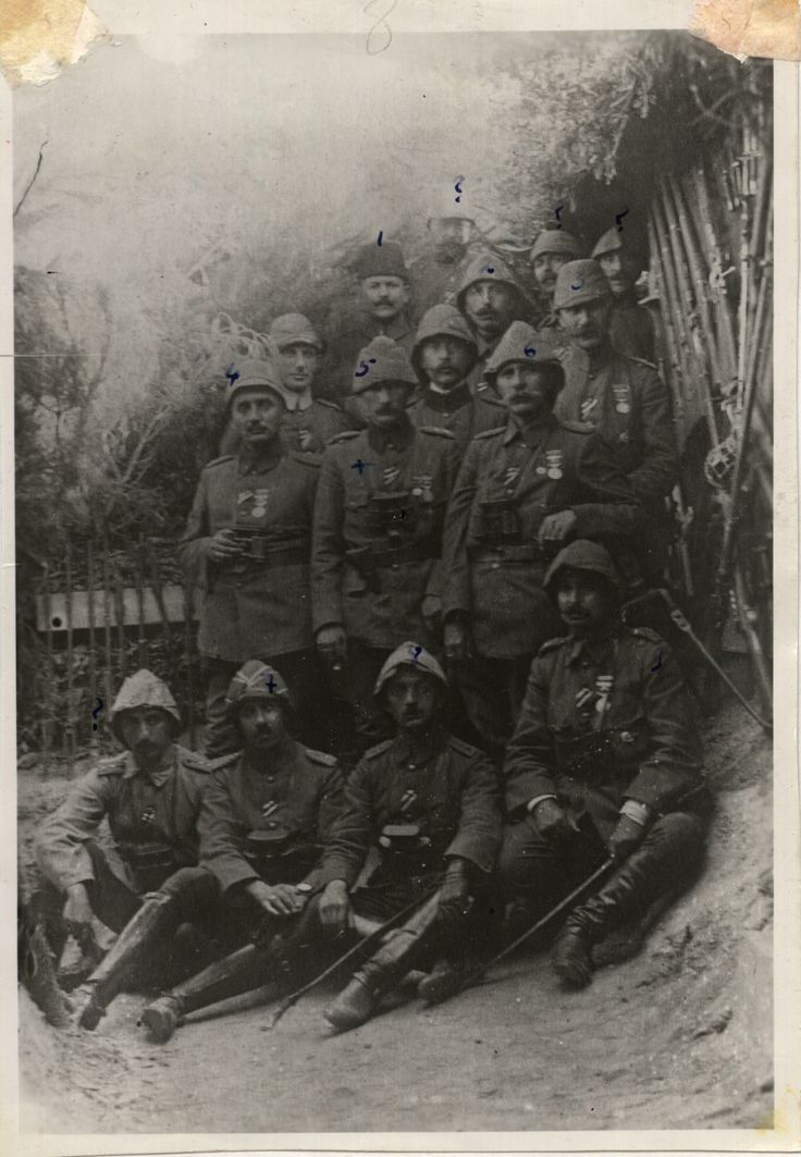 Arıburnu'nda 19 ncu Tümen Komutanı Yarbay Mustafa Kemal, Esa