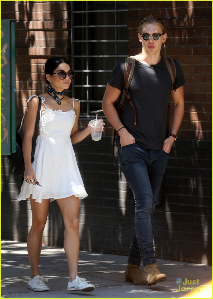 Austin butler and vanessa hudgens age difference dating. jackleapp and mic the microphone dating websites.