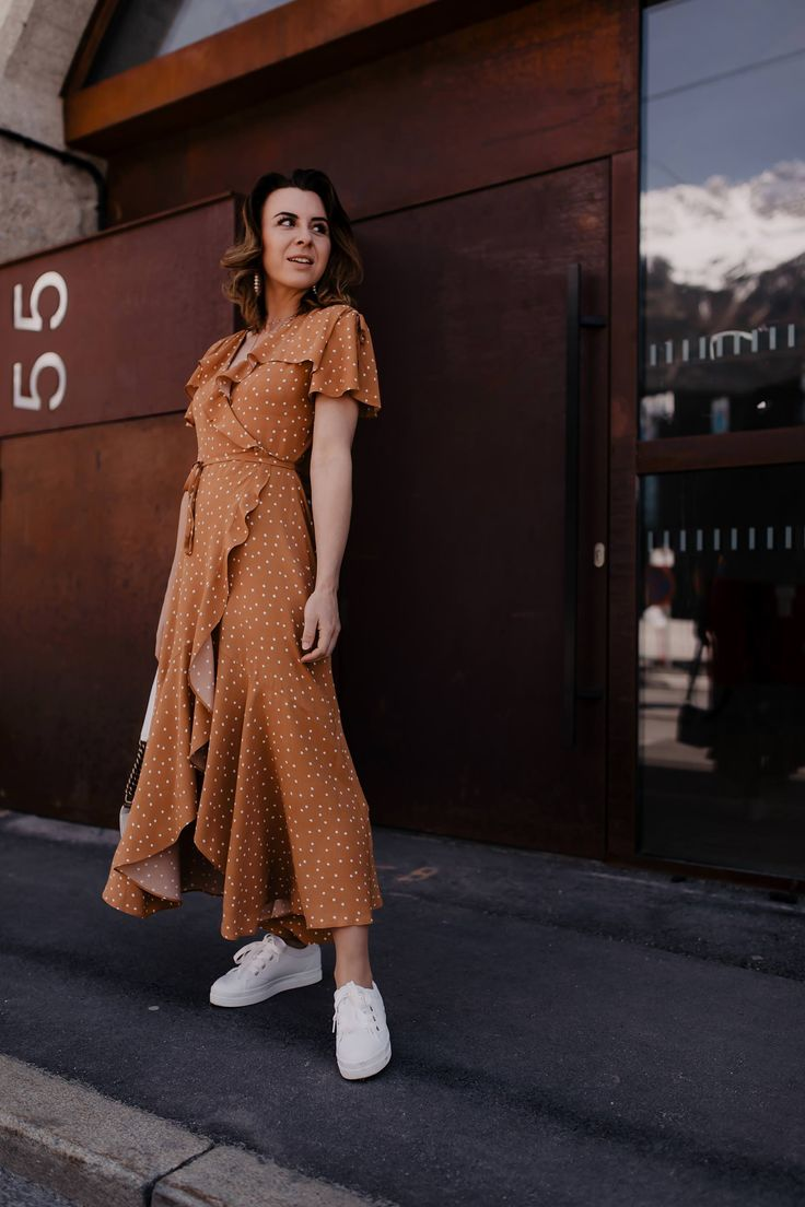 Mein Maxikleid Outfit: So style ich Polka Dots Kleid zu Sneakers mit Plateau! – Who is Mocca? – Fashion Trends, Outfits, Interior Inspiration, Beauty Tipps und Karriere Guides