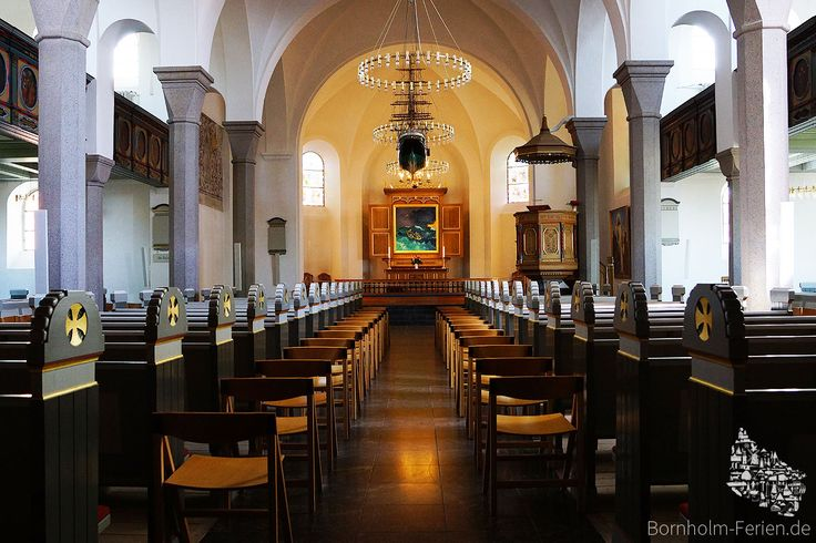 Innenraum der Nikolaikirche in Rønne #nikolaikirche #roenne #ronne #altar #bornholm