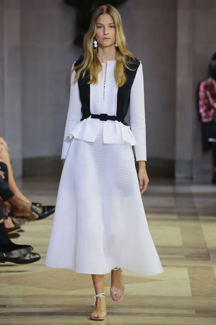 Carolina Herrera Spring 2016 Ready-to-Wear Fashion Show - Lily Aldridge