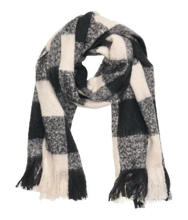 DESCRIPTION Scarf in soft woven fabric with fringe at ends. Size 23 1/2 x 78 3/4 in. DETAILS 100% acrylic. Machine wash cold Imported Art.No. 28-7532