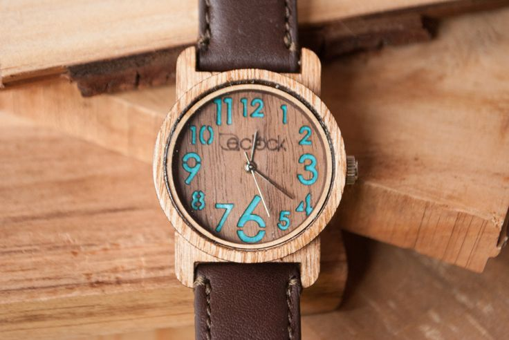 Chacune et chacun de nos montres est unique ; la différence de couleur et de stries peut-être varier selon la propriété du bois avec lequel la montre est faite.  • Chaque pièce est livrée dans un emballage individuel, qui comprend un certificat d'authenticité et une garantie de 60 jours une fois la montre atteint sa destination.  Mouvement : Miyota Mod. 2035  Chaque montre est artistiquement assemblé par des mains mexicains, qui assure que chaque montre est faite avec la plus haute qualité…