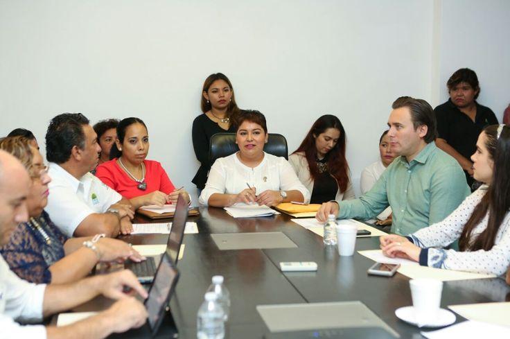 * Sesionan comisiones para prevenir, atender y sancionar la violencia contra las mujeres *Se tomaron acuerdos de la Ley General de las Mujeres. Chetumal, Quintana Roo a 22 de septiembre de 2017.- Con el objetivo de garantizar el acceso a las mujeres a vivir una vida libre y sin violencia, el Sistema DIF Quintana Roo…