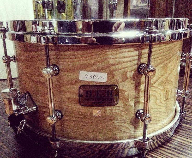 "Corak motif Snare Tama SLP LGM137-STA 13""x7 bikin ngiler aja.  Just 1 stock Minat? Lsg kontak mimin aja di  0214893333/ 08998838692 Get it fast guys!!! #chicsmusikwarehouse #chicsteam #chicsmusikstore #tama #tamaslp #snare #snaredrum #snareporn #drummer #drumporn #alatmusik #jualan #jualalatmusik by chicsmusik"