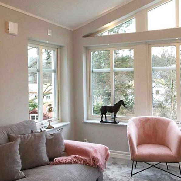 Grå Valen XL linnesoffa. Soffa, linne, rymlig, djup, låg, dun, vardagsrum, möbler, möbel, inredning.