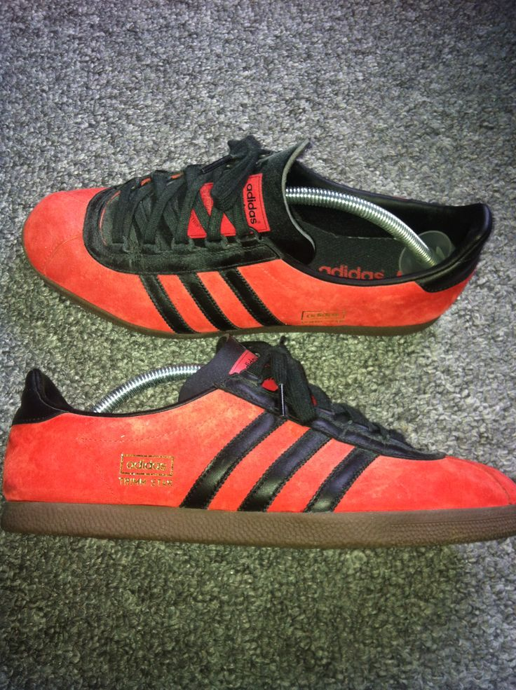 adidas trainers black with red stripes