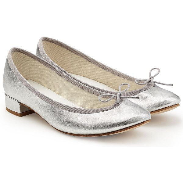 Repetto Metallic Leather Ballerinas ($225) ❤ liked on Polyvore featuring shoes, flats, silver, repetto flats, silver metallic flats, repetto shoes, leather ballet shoes and bow flats
