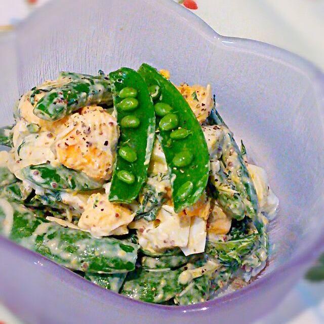 スナップえんどう♪子供たちも私も大好き\(^o^)/ポリポリ食感がたまらない♡ 今夜は冷蔵庫の中の食材を使って思いつきで作ったら、あまりの美味しさにあっという間に完売しましたd=(^o^)=b - 96件のもぐもぐ - スナップえんどうとゆで卵のサラダ♪何気に春菊も入ってます♡ by cocotay