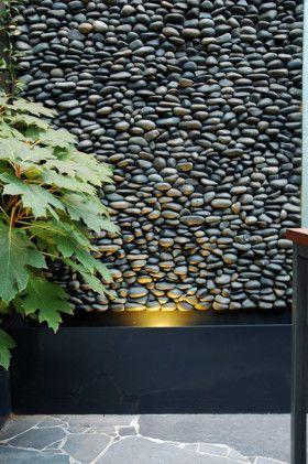 Muro Llorón con piedra de rio.
