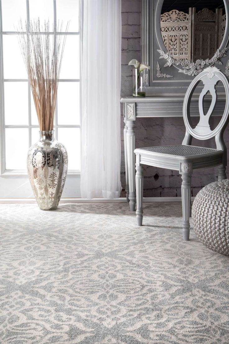 Bring in the transitional look to your interiors with this beautiful and elegantly designed trellis rug. With a greyish-silver plain border, this 100 percent polypropylene, machine made rug is of good quality and highlights your room well.