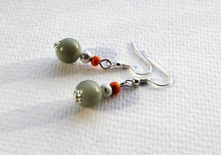 Grey glass earrings  Proste kolczyki z szarymi szklanymi kulkami, pomarańczowymi drewnianymi koralikami i metalowymi kulkami. Antyalergiczne bigle.  #especially for you #jewelry #jewellery #earrings #handmade #woman #girl #grey #orange #glass #casual #simple