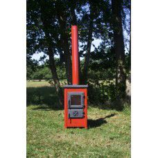 Tuinkachel houtkachel 6 kw   Specificatie:   - Afmetingen: 720x400x400 mm   - Afmeting brandkamer: 265x220x300 mm   - Vermogen: 6 KW   - Gewicht: 51 kg   - Rookgasafvoer: 120 mm  -  boven aansluiting   - Bovendek en deuren zijn van gietijzer.   - Kachel van geemailleerd staal   - Kleur: Zwart,Crème,Rood,Grijs   - Houtverbruik: 1,6 kg/uur