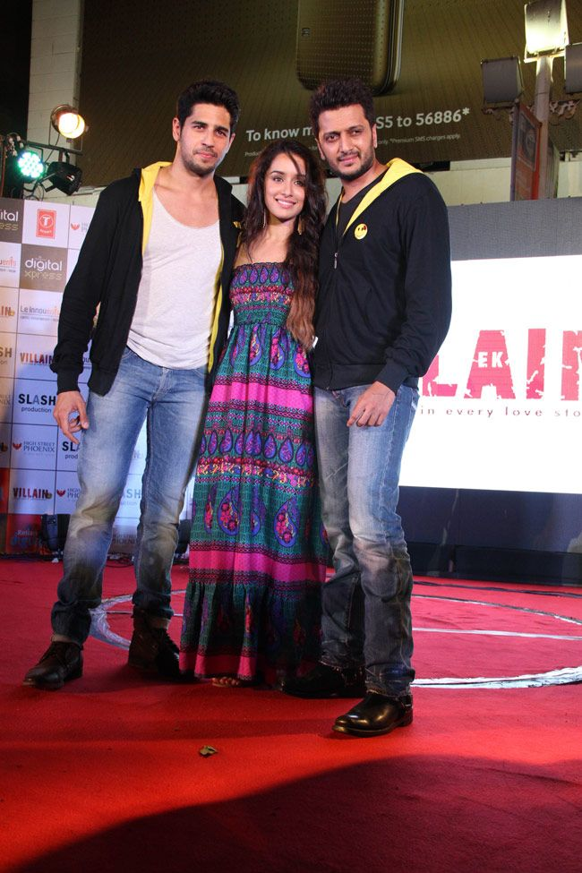 Sidharth Malhotra, Shraddha Kapoor and Riteish Deshmukh promoting 'Ek Villain' at a Mumbai mall. #Style #Bollywood #Fashion #Beauty