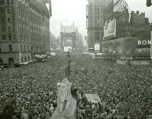More than a million revelers cram Times Square