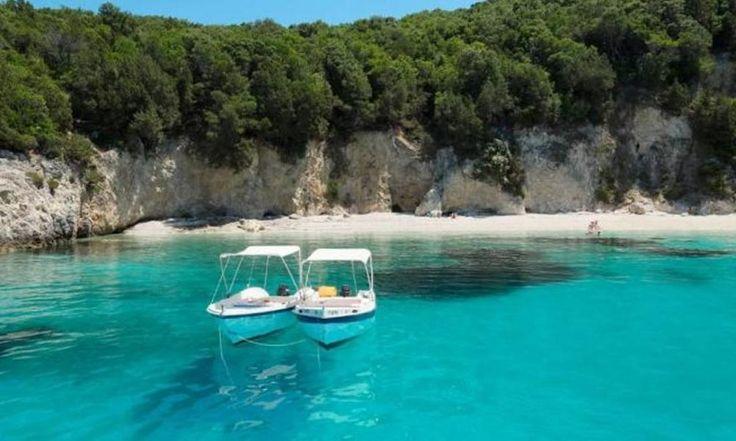 Η εξωτική παραλία με τα πιο τιρκουάζ χρώματα στην Ελλάδα που θυμίζει Καραϊβική