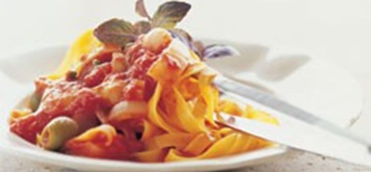 Se opskriften på pasta med oliven, tomat, skalotteløg og salte kapers. Søg blandt mere end 1000 lækre opskrifter og find inspiration til enhver lejlighed.