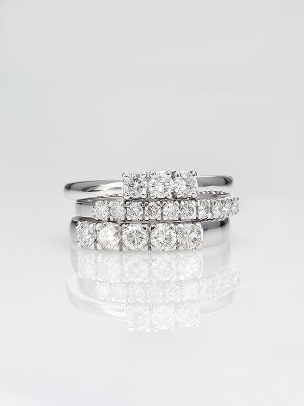 Trilogy in oro bianco - Fedina oro bianco 5 pietre - Fedina oro bianco 10 pietre  #luxuryzone #luxury #anelli #orobianco