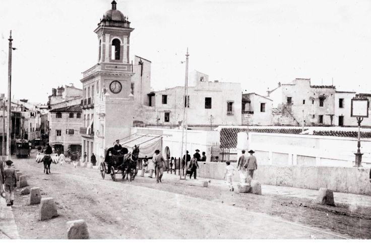 Puente de Triana y capilita del Carmen