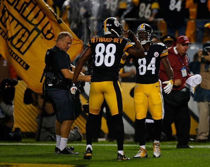 STEELERS 43  -  CHIEFS 14  -     Antonio Brown of the Pittsburgh Steelers celebrates his four-yard touchdown reception with Darrius Heyward-Bey in the first quarter during the game at Heinz Field on Oct. 2, 2016 in Pittsburgh.