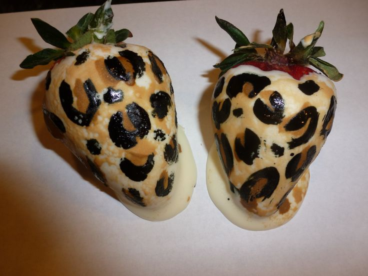 Leopard print chocolate covered strawberries to match the leopard print cake