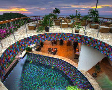 Das Jade Mountain Resort und Spa auf der karibischen Insel Saint Lucia erfüllt Spa-Träume höchsten Ranges. Besonders überzeugend ist dabei das in sich stimmige und passende Gesamtkonzept aus Architektur, Natur und Umgebung, Treatments und ergänzenden Möglichkeiten um Körper und Geist einmal richtig zur Ruhe kommen zu lassen.