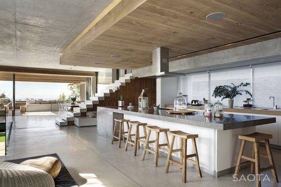 Cozinha sobre teto rebaixado ou mezanino
